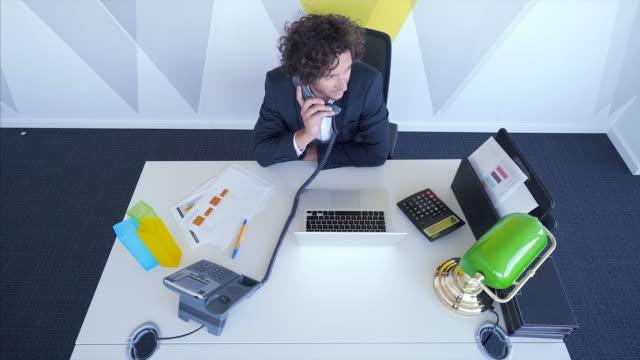 電話でマネージャー。 - ディレクター点の映像素材/bロール