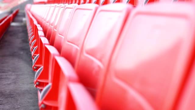 観覧席の練習を見てマネージャー - 椅子点の映像素材/bロール