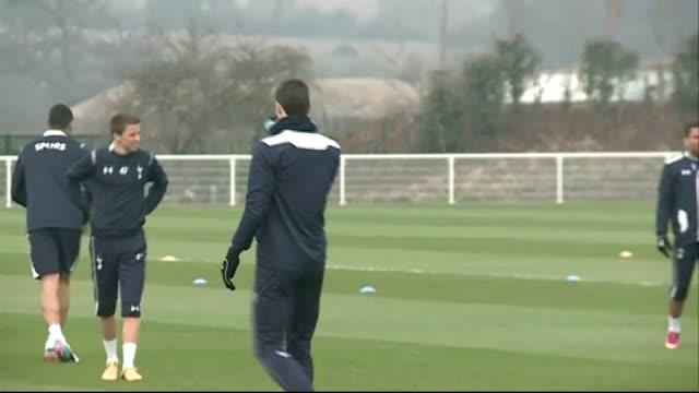 managers critical of extended transfer window 632013 / r06031306 gareth bale at tottenahm hotspur training session - transfer stock videos and b-roll footage