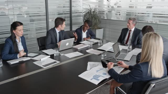 会議室で監督会議 cs 常務取締役 - 最高経営責任者点の映像素材/bロール
