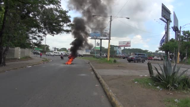 managua streets are once again calm but strewn with debris after violent protests rocked the nicaraguan capital with a family holding a wake for the... - managua stock videos & royalty-free footage