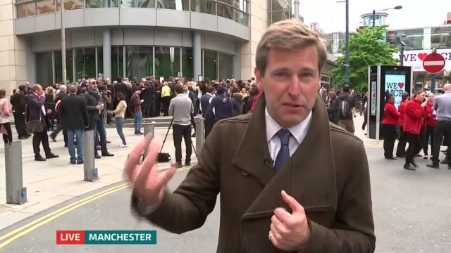 itv news special 1120 1220 carl dinnen to camera sot nina hossain sot manchester ext rupert evelyn to camera sot eyewitness speaking to press sot re... - evacuation stock videos & royalty-free footage