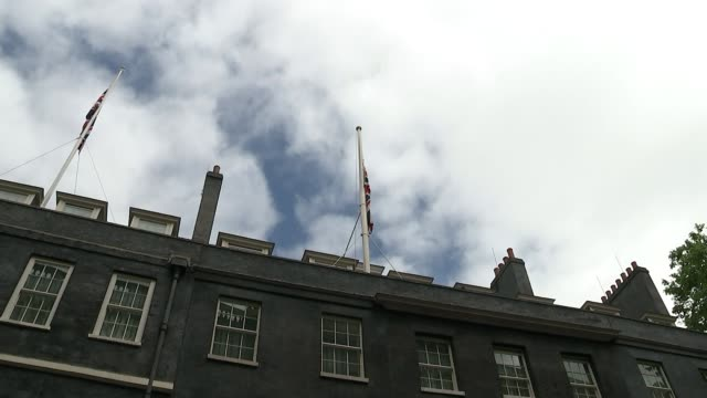 london response / increased security level london ext union jack flags fly at half mast atop 10 downing street flags flying at hlaf mast over... - ministero della difesa video stock e b–roll