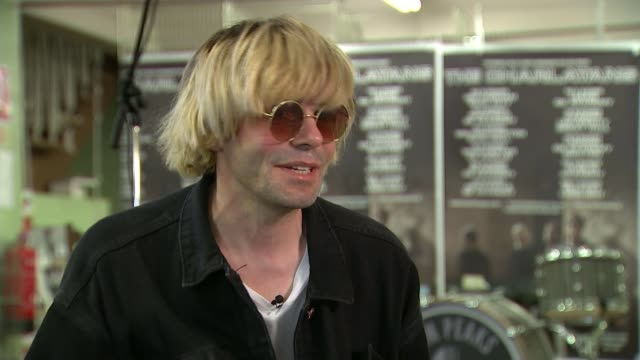 manchester returning to 'normality' england manchester int various shots of pop group the charlatans playing song at 'popup' gig in northern quarter... - pop music stock-videos und b-roll-filmmaterial