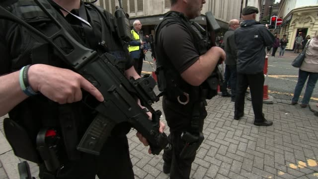 police investigation continues / mi5 to review procedures manchester ext armed police patrol in city centre shopping streets armed police patrol at... - イギリス情報局保安部点の映像素材/bロール