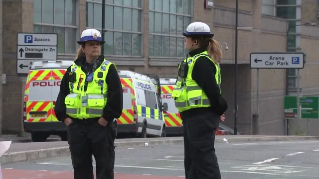 manchester arena attack: police on streets of manchester; england: manchester: ext police officer / police officer on closed off road near manchester... - road closed englisches verkehrsschild stock-videos und b-roll-filmmaterial
