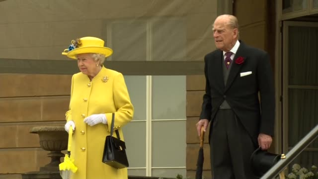 queen holds minute's silence for victims england london buckingham palace ext buckingham palace / royals along queen elizabeth ii prince philip duke... - the queen stock videos and b-roll footage