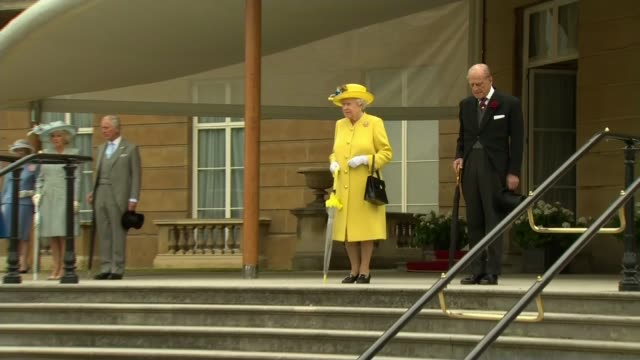 vidéos et rushes de reaction of the people of manchester / vigil in albert square london buckingham palace ext queen elizabeth and prince philip duke of edinburgh stand... - prince philip