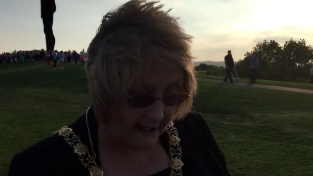 manchester bombing victims courtney boyle and stepfather philip tron have been remembered with a moving service at the angel of the north hundreds... - 継父点の映像素材/bロール