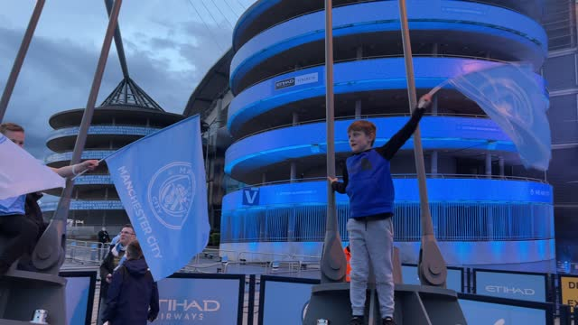 manchester city fans celebrate outside etihad stadium as their team has been confirmed as premier league champions for the third time in four seasons... - 出来事の発生点の映像素材/bロール