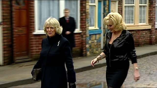 stockvideo's en b-roll-footage met camilla, duchess of cornwall, shaking hands with william roache on set of coronation street wide shot of camilla on coronation street camilla along... - soapserie