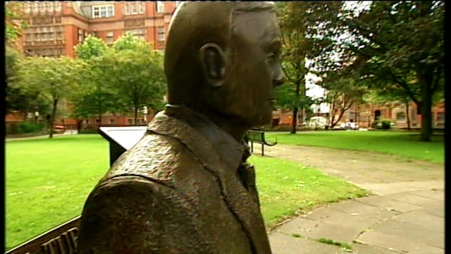 Manchester EXT Statue on bench in memorial to Alan Mathison Turing
