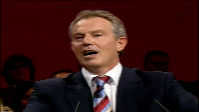 mex centre: labour party conference: int * * beware flash photography * * tony blair mp away up steps to podium sot long shot of blair towards along... - boys beware点の映像素材/bロール