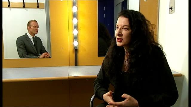 performance artist marina abramovic marina abramovic interview sot - マリーナ アブラモヴィッチ点の映像素材/bロール