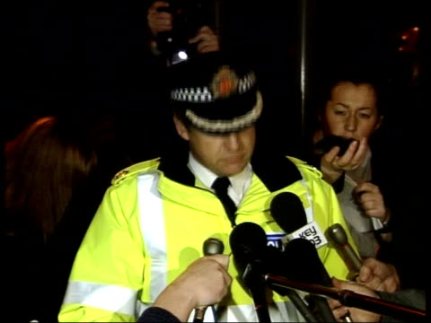 stockvideo's en b-roll-footage met manchester terrorist attacks: policeman stabbed to death; assistant chief constable alan green press conference sot - 40 year old officer stabbed,... - 40 seconds or greater