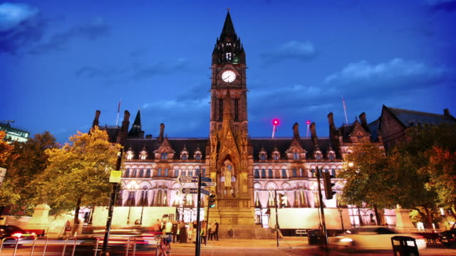 stockvideo's en b-roll-footage met stadhuis van manchester, uk - town hall