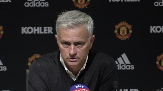 manchester united manager jose mourinho's press conference after 30 defeat at home to tottenham - ジョゼ・モウリーニョ点の映像素材/bロール