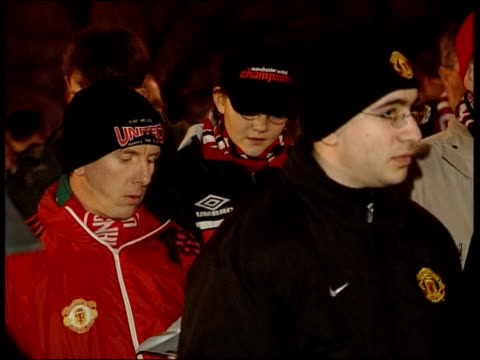 shares battle itv late news tim ewart england manchester old trafford i/c gv supporters gathered outside club to remember victims of munich air... - itv late news stock-videos und b-roll-filmmaterial