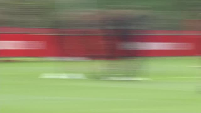 manchester united training session england greater manchester carrington ext various jose mourinho at training session - ジョゼ・モウリーニョ点の映像素材/bロール