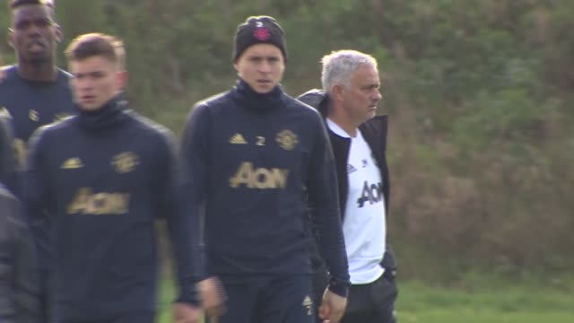 manchester united training session england greater manchester trafford training centre ext various gvs of jose mourinho and team in training gvs - ジョゼ・モウリーニョ点の映像素材/bロール