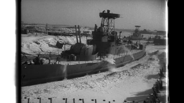 manchurian troops pick ice away from a trapped manchukuo naval ship in the frozen amur river - mandschurei stock-videos und b-roll-filmmaterial