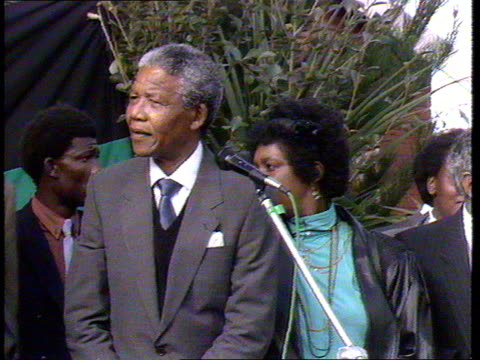 01 Mandela motorcade arrives at Mandela house/ Winnie greets daughter Zinzi/ Nelson out of car and gives fist salute to crowd/ Nelson and Winnie to...