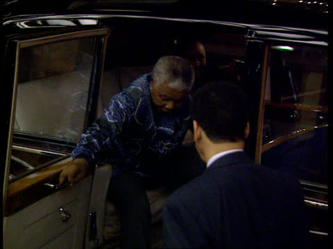 mandela state visit; nao at night england: london tms car carrying s african pres nelson mandela and daughter princess zenani arriving at dorchester... - dorchester hotel stock videos & royalty-free footage