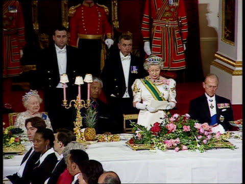 england london buckingham palace lms queen elizabeth ii south african president nelson mandela towards tgv banquetting hall tls queen elizabeth ii... - queen royal person stock videos & royalty-free footage