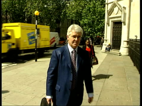 stockvideo's en b-roll-footage met mandy allwood wins action against max clifford itn london mandy allwood who miscarried octuplets along to court for action against her former... - publiciteitsmedewerker