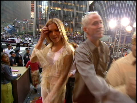 Mandy Moore arrives to the 2000 Video Music Awards at Radio City Music Hall