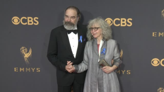 mandy patinkin and kathryn grody at the 69th annual primetime emmy awards at microsoft theater on september 17, 2017 in los angeles, california. - annual primetime emmy awards stock-videos und b-roll-filmmaterial