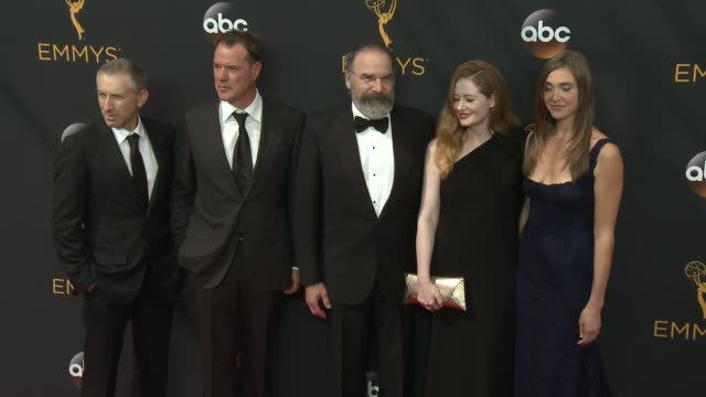 vidéos et rushes de mandy patinkin at 68th annual primetime emmy awards - arrivals in los angeles, ca 9/18/16 - annual primetime emmy awards
