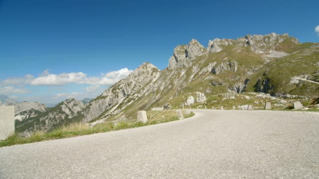 mangart mountain road. - 山間道路点の映像素材/bロール