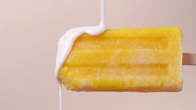 mango popsicle mit white chocolate topping - eis stock-videos und b-roll-filmmaterial