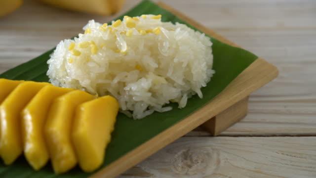 mangue avec du riz gluant