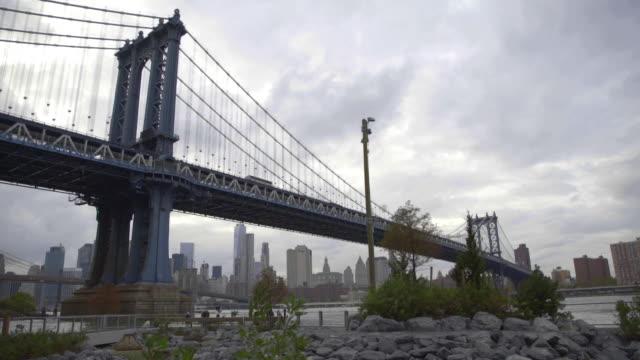 manhattan bridge dolly shot - ニューヨーク州 ブルックリン点の映像素材/bロール