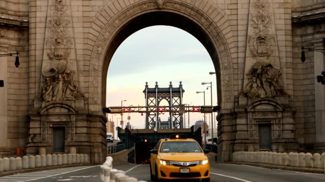 new york city manhattan bridge - 門点の映像素材/bロール