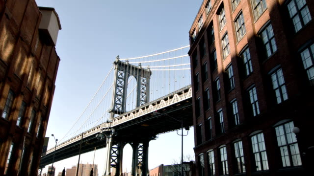 manhattan bridge on a sunny day - brooklyn bridge stock videos & royalty-free footage