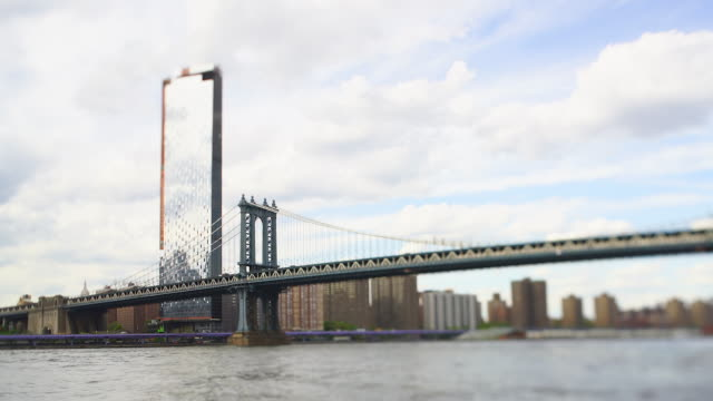 manhattan buildings stand beyond the manhattan bridge over the east river at brooklyn new york ny usa on may 16 2019. - lower east side bildbanksvideor och videomaterial från bakom kulisserna