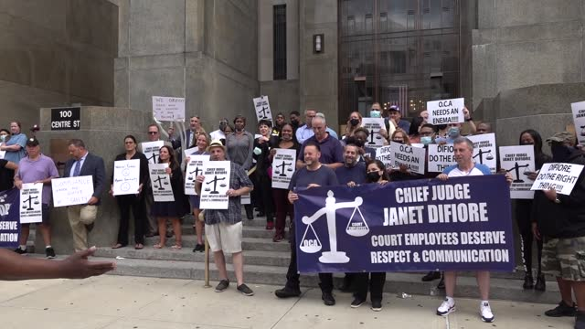 NY: Manhattan Court Staff Stage Walkout Protest Over Vaccination Mandates