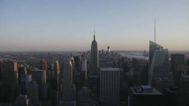 vídeos de stock e filmes b-roll de manhattan do dia para a noite, hd timelapse. nova york - world trade centre manhattan