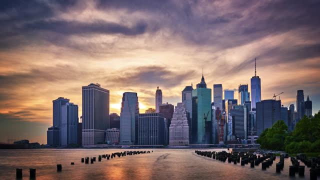 downtown manhattan. geschäftsviertel. wahrzeichen newyork - bankenviertel stock-videos und b-roll-filmmaterial