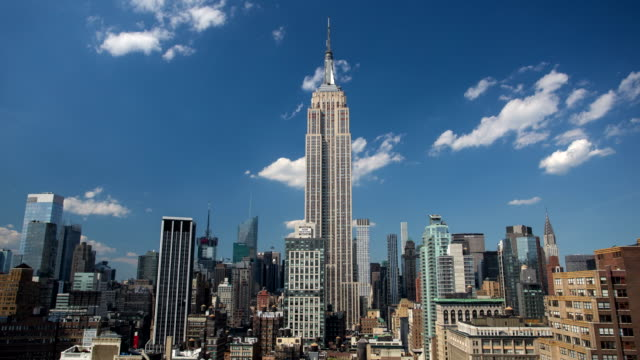 manhattan - empire state building - 4k time lapse - empire state building video stock e b–roll