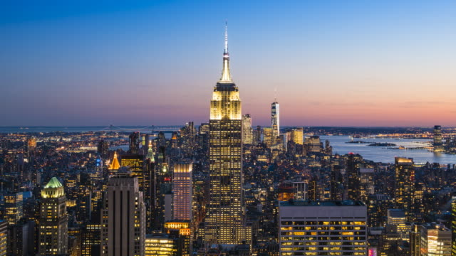 manhattan skyline and empire state building, new york city, day to night time lapse - empire state building video stock e b–roll