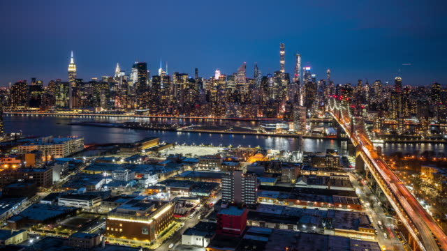 t/l ws ha manhattan skyline dusk to night transition / new york city, usa - queens new york city stock videos & royalty-free footage