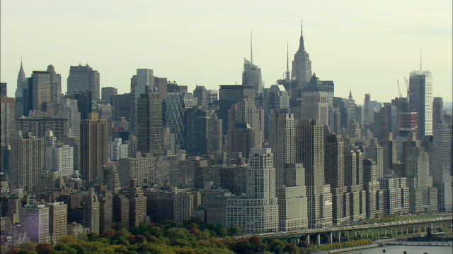 aerial ws manhattan skyline / new york city, new york, usa - anno 2008 video stock e b–roll