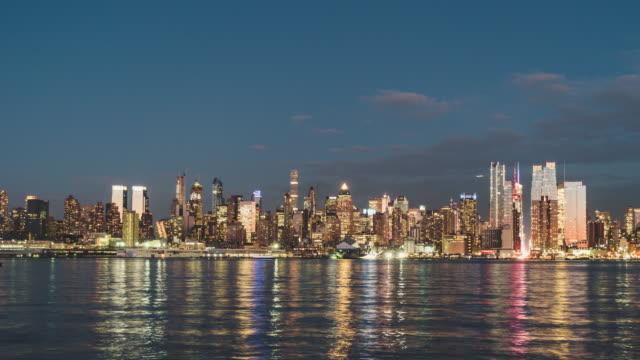 t/l ws pan manhattan skyline panorama, from dusk to night - panoramic stock videos & royalty-free footage