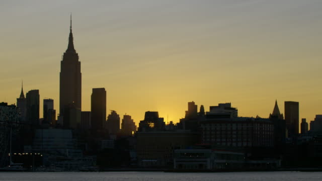stockvideo's en b-roll-footage met manhattan skyline sunrise time lapse - zonsopgang