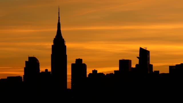 manhattan skyline sunset - midtown manhattan stock videos & royalty-free footage