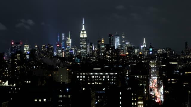 vídeos de stock, filmes e b-roll de lapso de tempo da skyline de manhattan - nível da superfície
